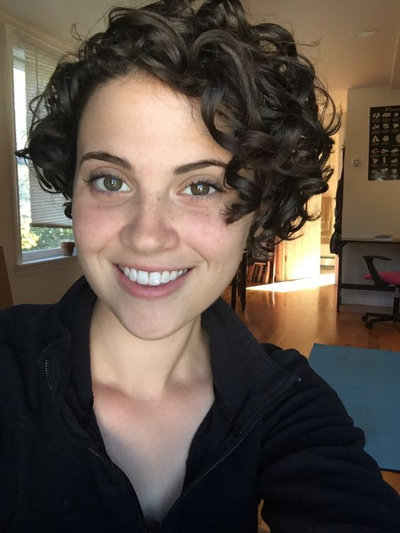 cute asymmetrical short curly haircut style that older women can try