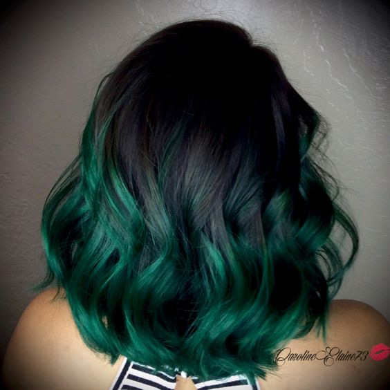 dark green wavy ombre hairstyle for women with thick hair