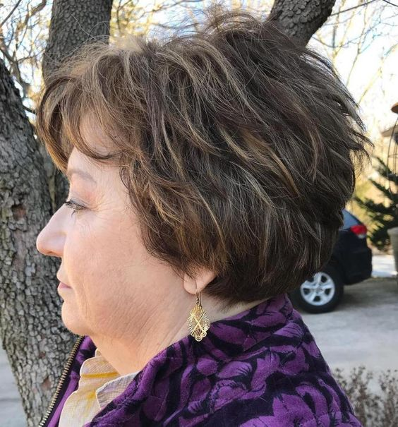 simple angled layered haircut that perfect with older women