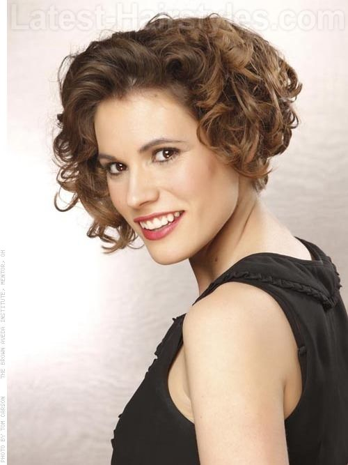 trendy-asymmetrical-short-curly-hairstyle-for-women-over-50 trendy-asymmetrical-short-curly-hairstyle-for-women-over-50