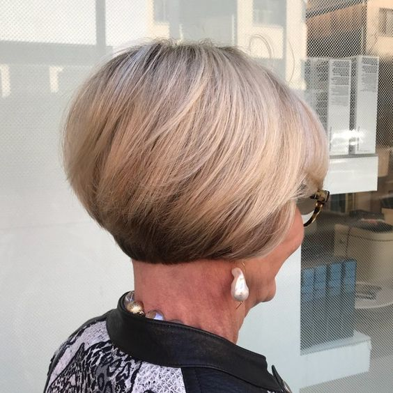 45 Short Hairstyles for Grey Hair and Glasses that Make Older Women Still Looking Stylish rounded_bob_with_stacked_nape_hairdo_3