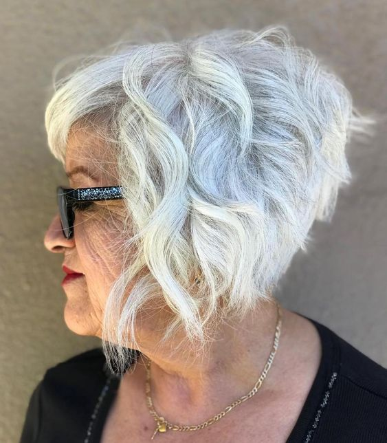 45 Short Hairstyles for Grey Hair and Glasses that Make Older Women Still Looking Stylish wavy_bob_with_bangs_with_the_gray_hair_4