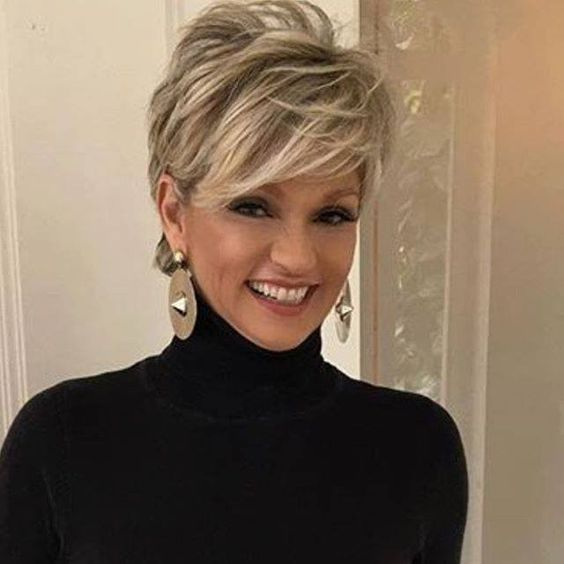Stylish Pixie Do with Side Bangs 1