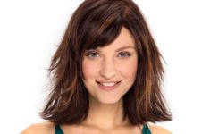 54 Best Women's Hairstyles for over 40 and Overweight Flip-Hairstyle-Hairstyle-for-over-40-and-Overweight-Women-5-235x150