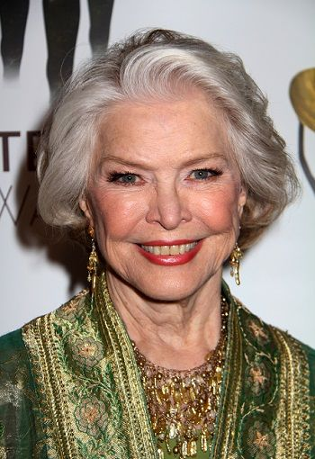 Hellen Mirren and Ellen Burstyn's Hairstyles for Seniors with Thin Hair That Give Youthful Look 5 Hellen-Mirren-and-Ellen-Burstyn's-Hairstyles-for-Seniors-with-Thin-Hair-That-Give-Youthful-Look-5