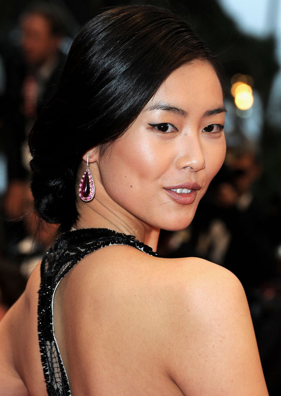 Low Bun With Side Swept Asian Women Hairstyles 3 Low-Bun-With-Side-Swept-Asian-Women-Hairstyles-3