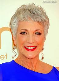Short Bob Hairstyle for over 40 and Overweight Women 4 Short-Bob-Hairstyle-for-over-40-and-Overweight-Women-4