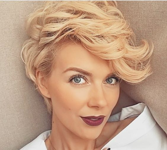 Versatile Pixie Hairstyle for Women Over 50 with Fine Hair 6