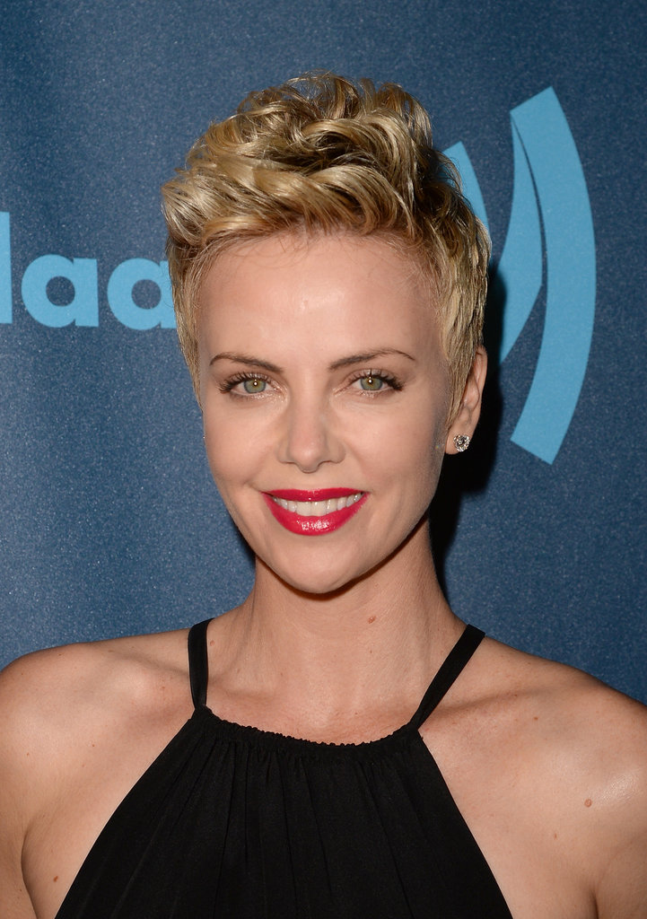 Best Celebrity with Short Pixie Hairstyles Charlize-Theron-with-Short-Pixie-Hairstyles