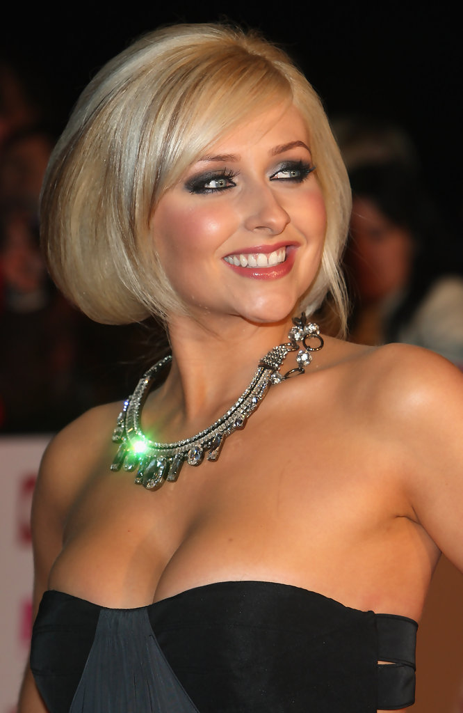 Cute Short Blonde Haircuts for Beautiful Women Cute-Short-Blonde-Bob-Hairstyles-2013