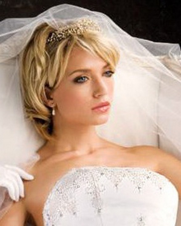 Beautiful Bridal Hairstyles for Short Hair Bridal-Hairstyles-For-Short-Hair-With-Veil