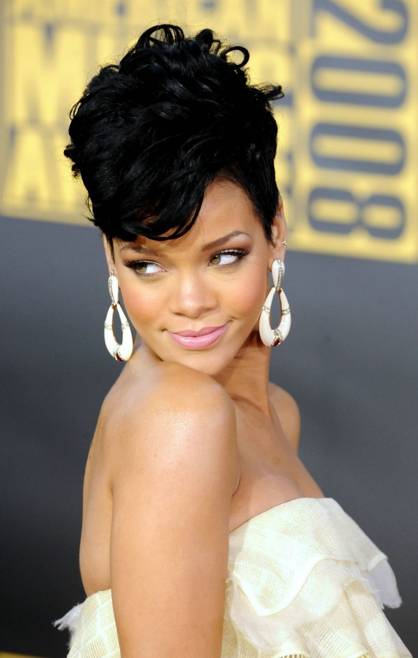 New Short Weave Hairstyles 2013 Rihanna-Short-Weave-Hairstyles