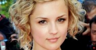 Trendy Short Curly Haircuts For Beautiful Womens