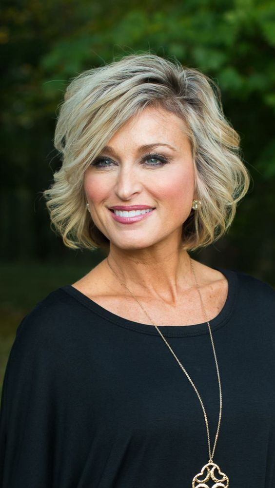 72 Beautiful Short Hairstyles for Women Over 60 (Updated 2019) d81a8eae00ba82c5096b357ab0923582
