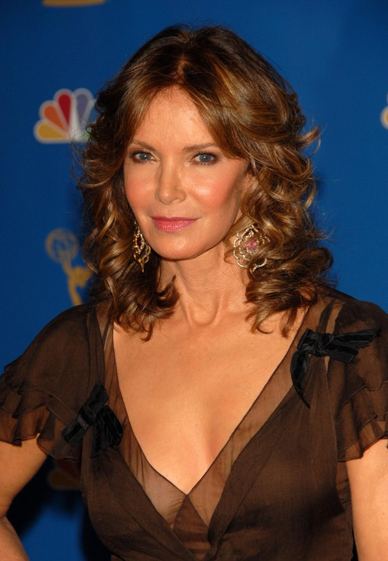 Medium Length Wavy Hairstyles for Women Over 50 Medium-Length-Wavy-Hairstyles-for-Women-Over-50