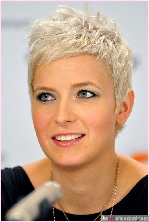 Pretty Short Layered Haircuts for Women Over 50 9