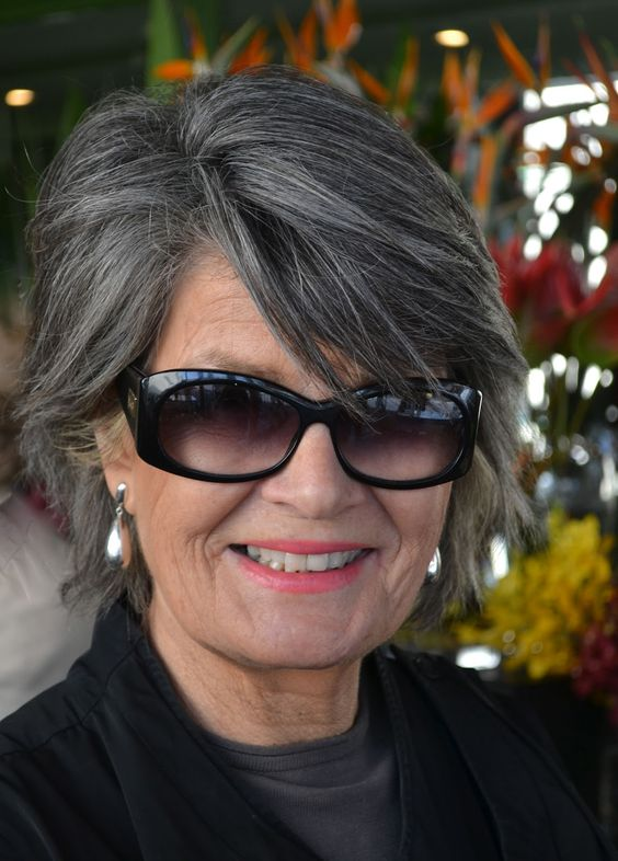 The best looking medium shag hairstyles for women over 50 4