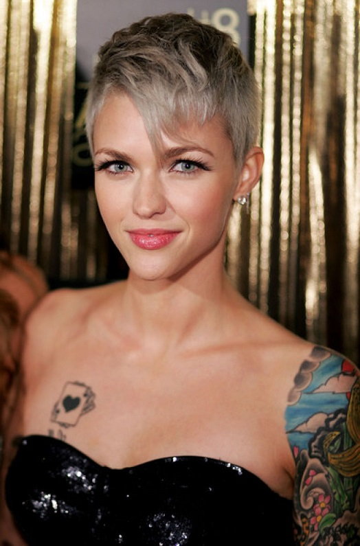 short hairstyles for thin gray hair