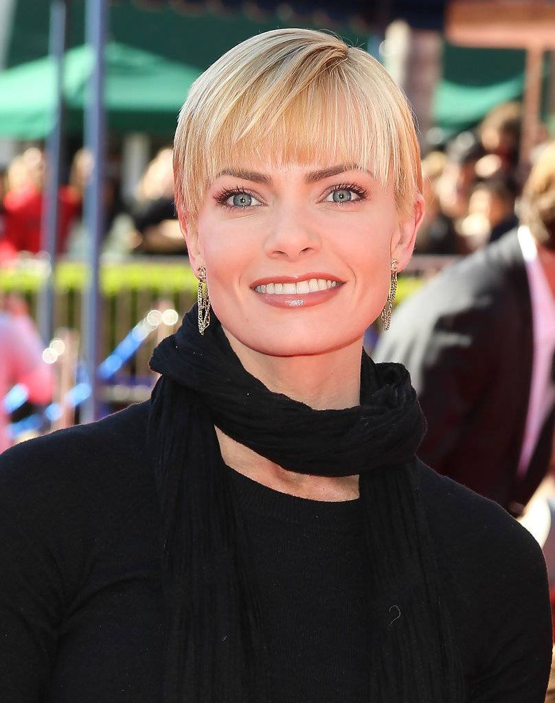 Jaime Pressly Short Hairstyles with bangs