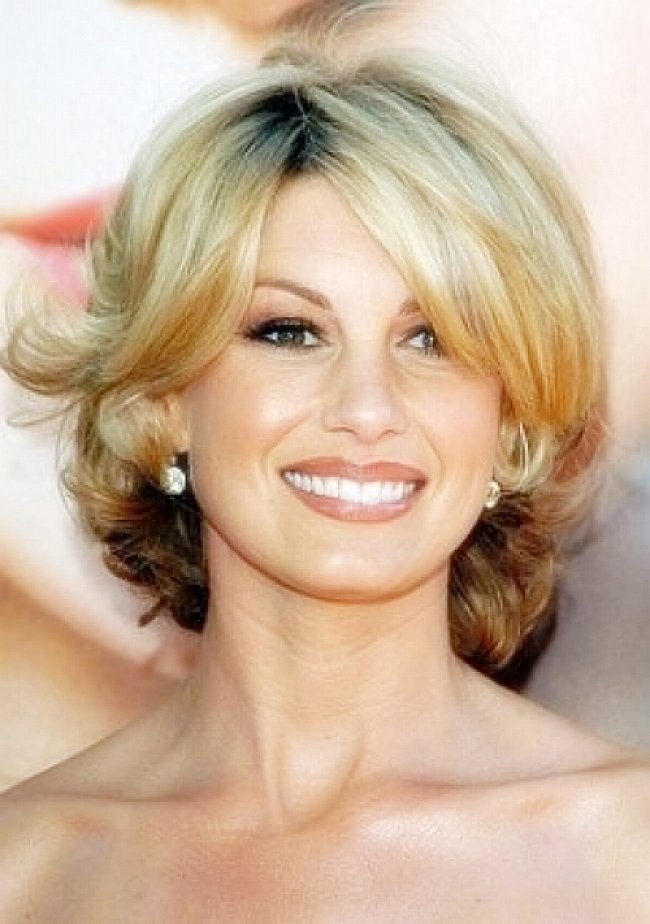 Cute short hairstyles for women over 40 with side bangs