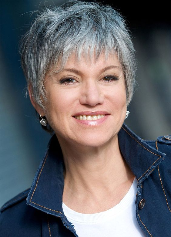 Beautiful short pixie haircuts for women with gray hair 5
