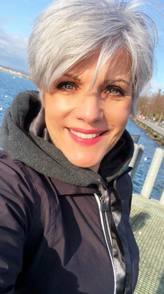Beautiful short pixie haircuts for women with gray hair 2