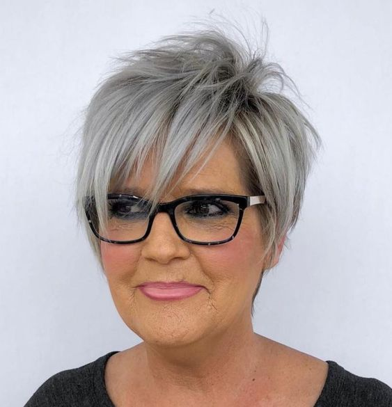 Beautiful short pixie haircuts for women with gray hair 7