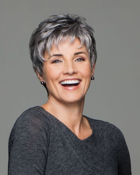 Beautiful short pixie haircuts for women with gray hair 8