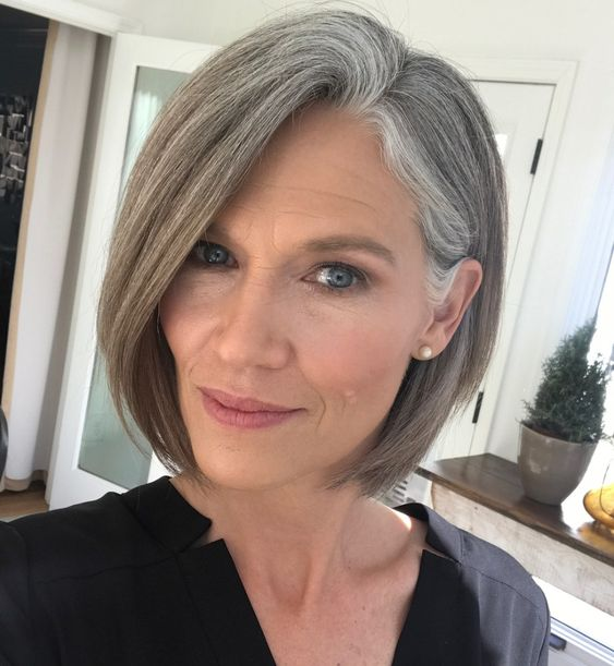 Gorgeous gray bob hairstyles that perfect for older women 6