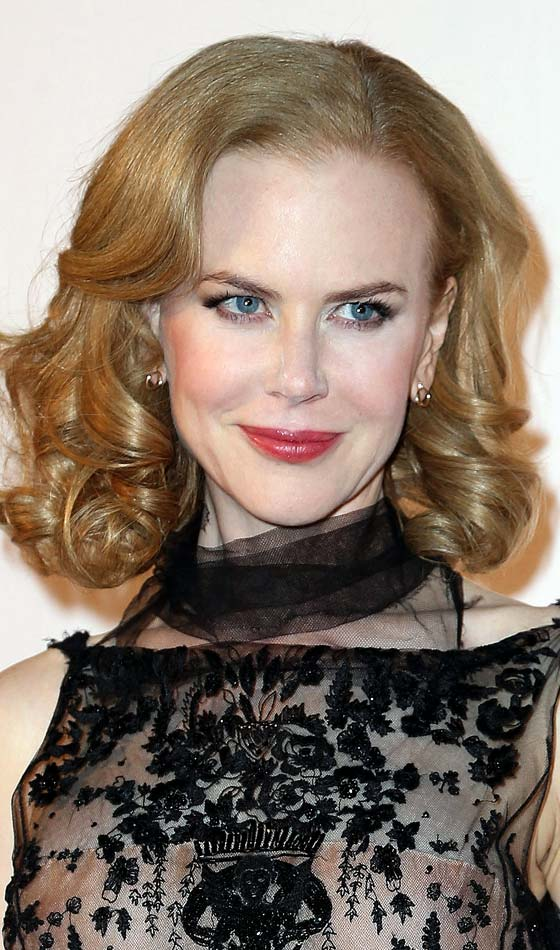 Shoulder Length Hairstyle For Blonde And Brown Hair 2015 layered_curl_shoulder_length_short-haircutstyles_com