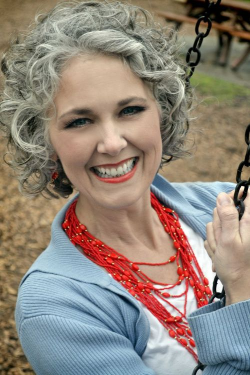 Choosing Short Curly Hairstyles for Older Women classic-curly-bob-older-women-hair-style-images-6
