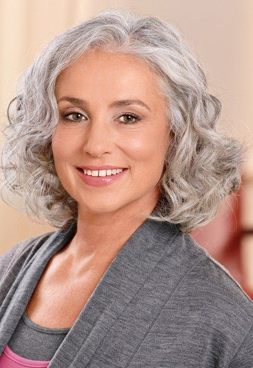 Choosing Short Curly Hairstyles for Older Women curly-layered-hair-style-older-women-images-3