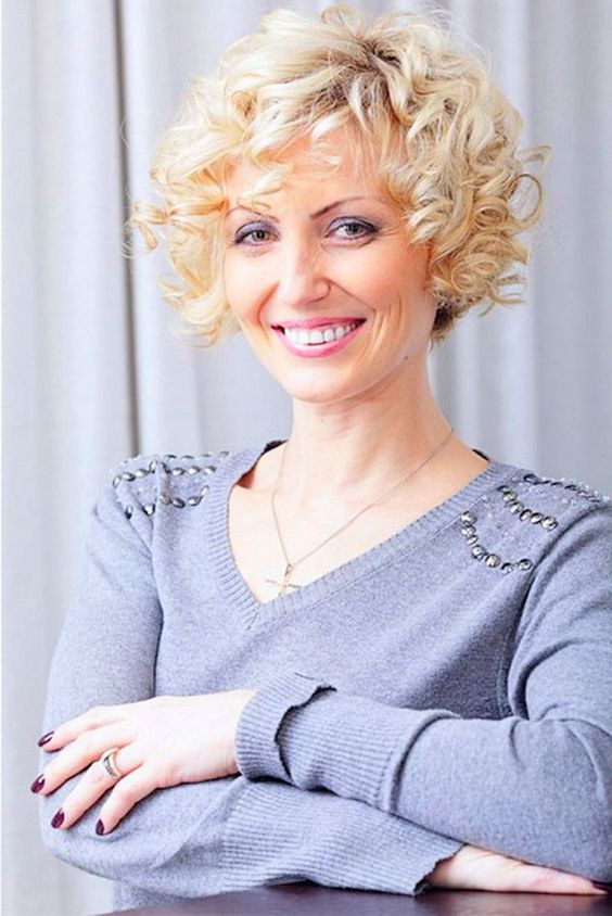 Choosing Short Curly Hairstyles for Older Women curly-short-bob-hair-style-older-women-images-3-1