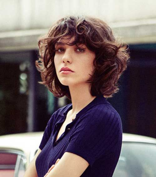 Take a Mirror and Start this now: Easy Hairstyles for Short Hair Curly_Layers_1