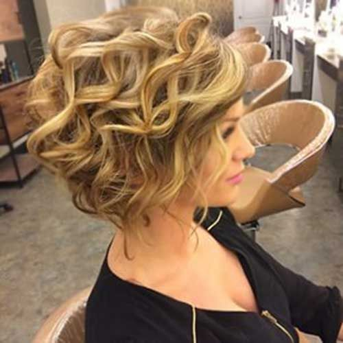 Take a Mirror and Start this now: Easy Hairstyles for Short Hair Curly_Layers_4