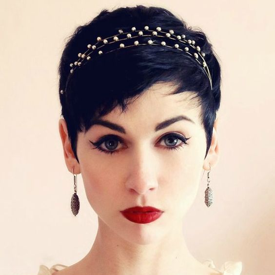 How To Style Short Hair Perfectly style_short_hair_accessories_3