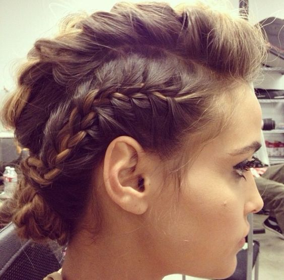 How To Style Short Hair Perfectly style_short_hair_side_braid_3