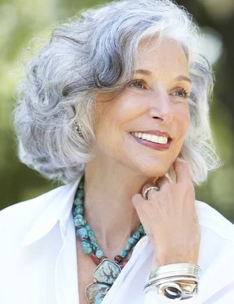 Recommended Short Hairstyles for Gray Hair Over 60