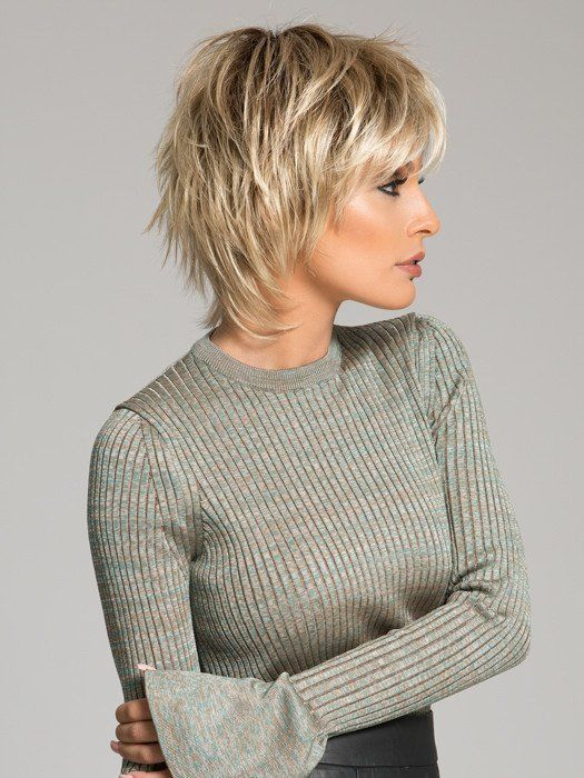 short layered hairstyle layered_blonde_short_hair_highlights_3
