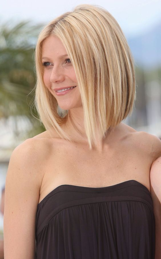 over 40 women with blonde hair looks perfect with layered bob