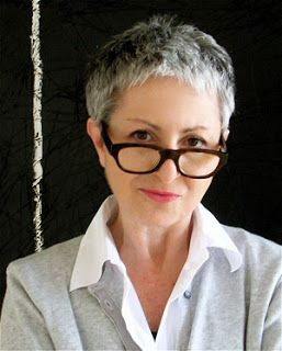Short Hairstyles for Over 60 with Glasses to Look Fresh and Young blonde_over_60_hairstyle_glasses_12