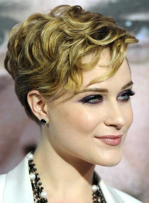 curly_pixie_haircut_women_14 curly_pixie_haircut_women_14