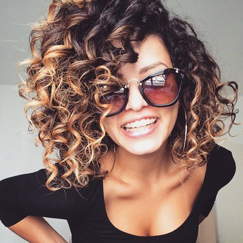 Elegant and Cute Hairstyles for Curly Short Hair medium_curly_hairstyles_women_1