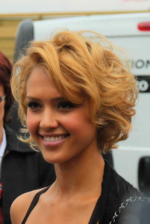 Elegant and Cute Hairstyles for Curly Short Hair soft_curls_hairstyle_7