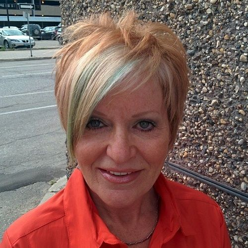 golden pixie hairstyle for older women