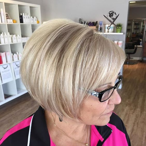 short hairstyle that looks perfect with older women