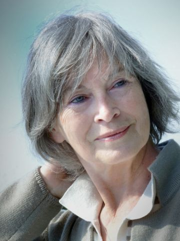 short layered bob hairstyle for older women with gray hair