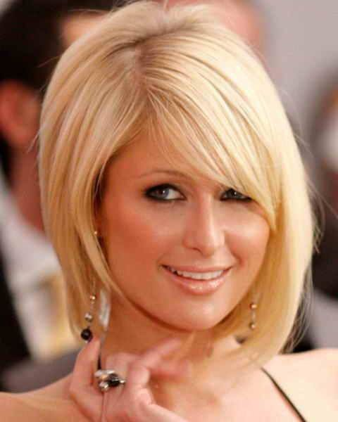 23 Popular Short Hairstyles for Women Over 40 that You Should Check in 2021 Angled-bob-with-side-swept-bangs
