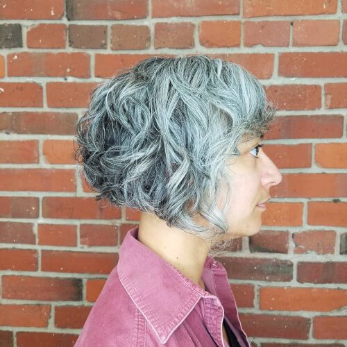 23 Popular Short Hairstyles for Women Over 40 that You Should Check in 2021 Angled-curly-bob
