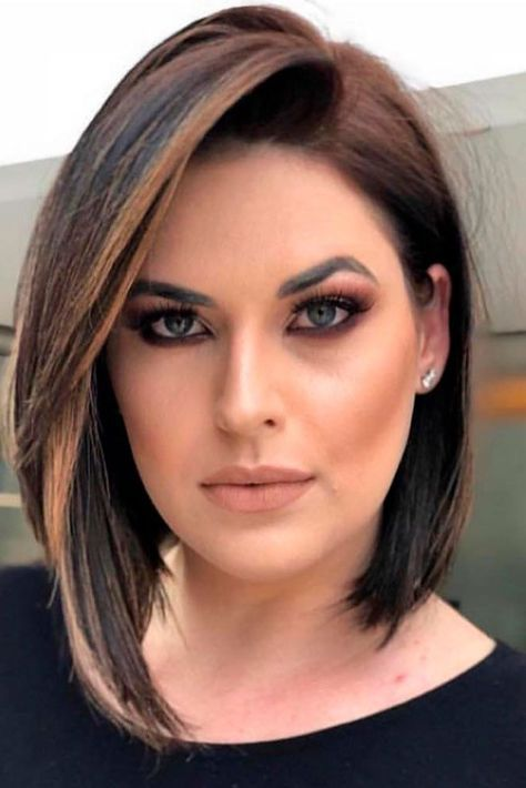 Here are 20 Best Short Haircuts for Straight Hair (Updated 2021) Deep-side-part